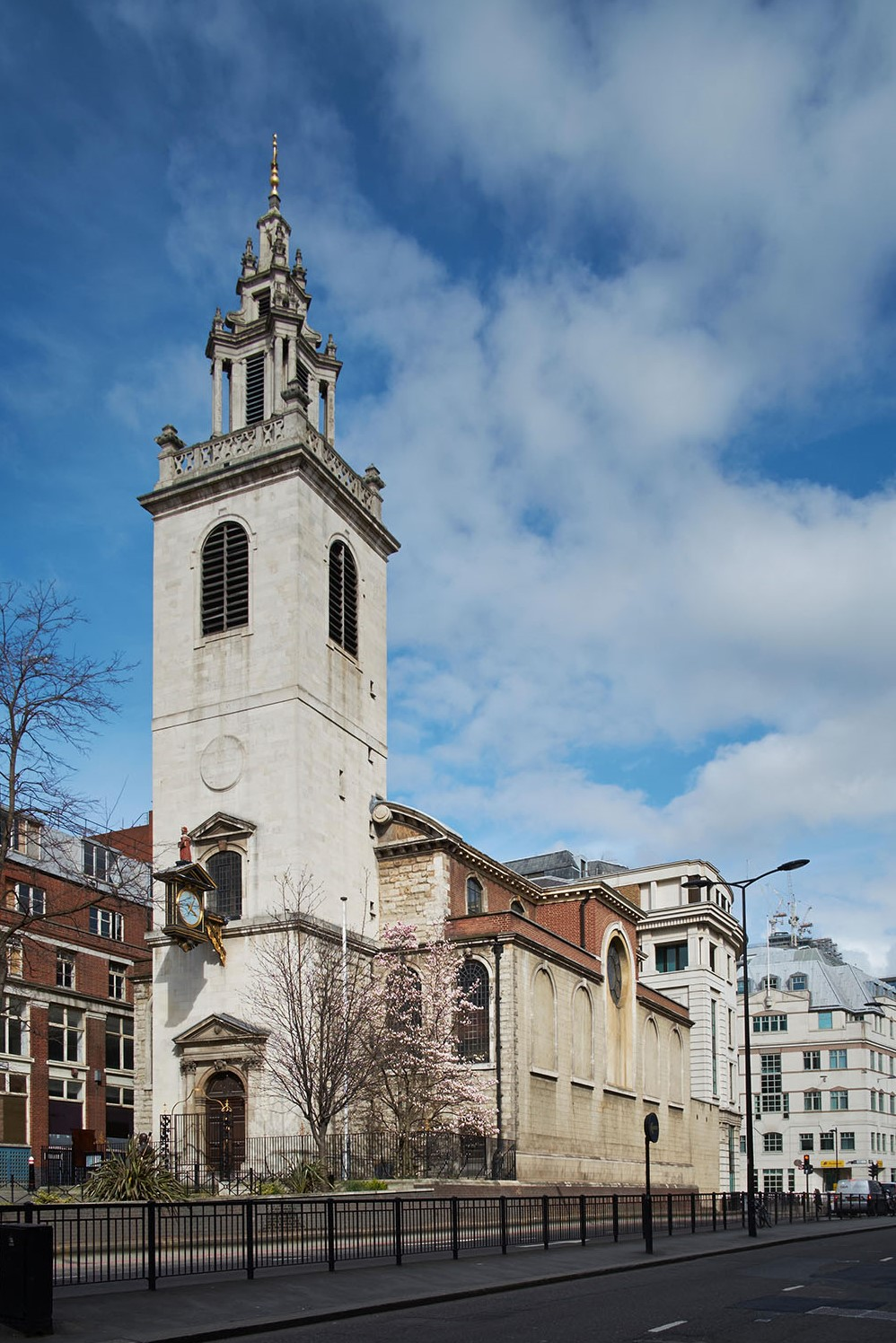 The view of St James from the south-west on Upper Thames Street